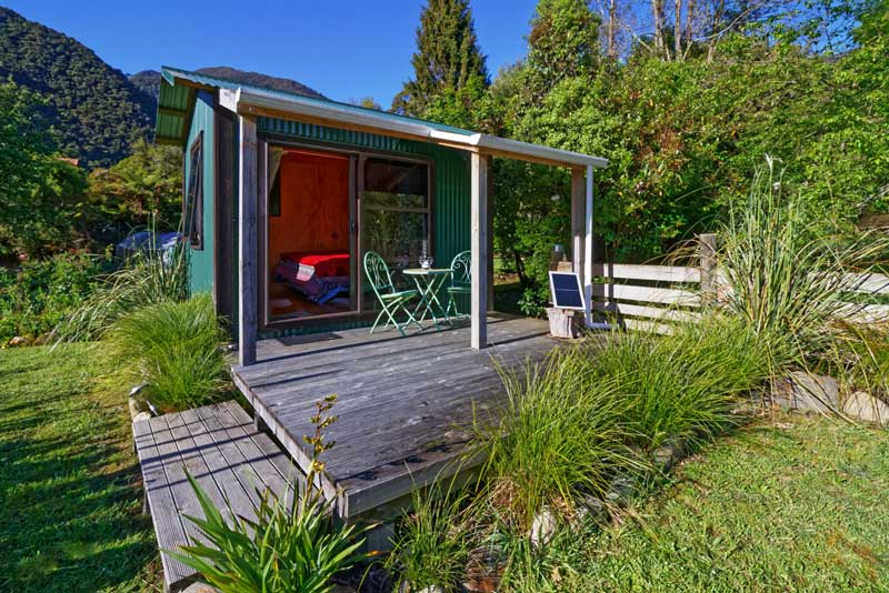 Lovely budget accommodation in Golden Bay, the garden cabin