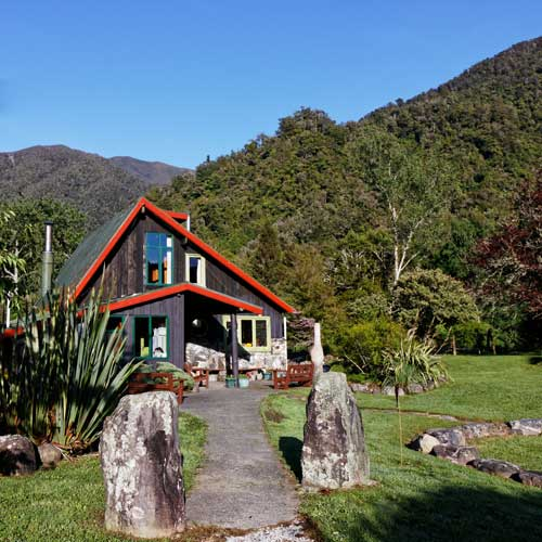 Backpacker accommodation near Takaka in Golden Bay, New Zealand